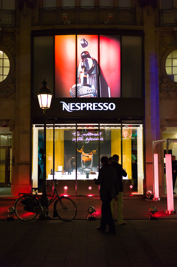 nespresso boutique opening in m nchen stylespion. Black Bedroom Furniture Sets. Home Design Ideas
